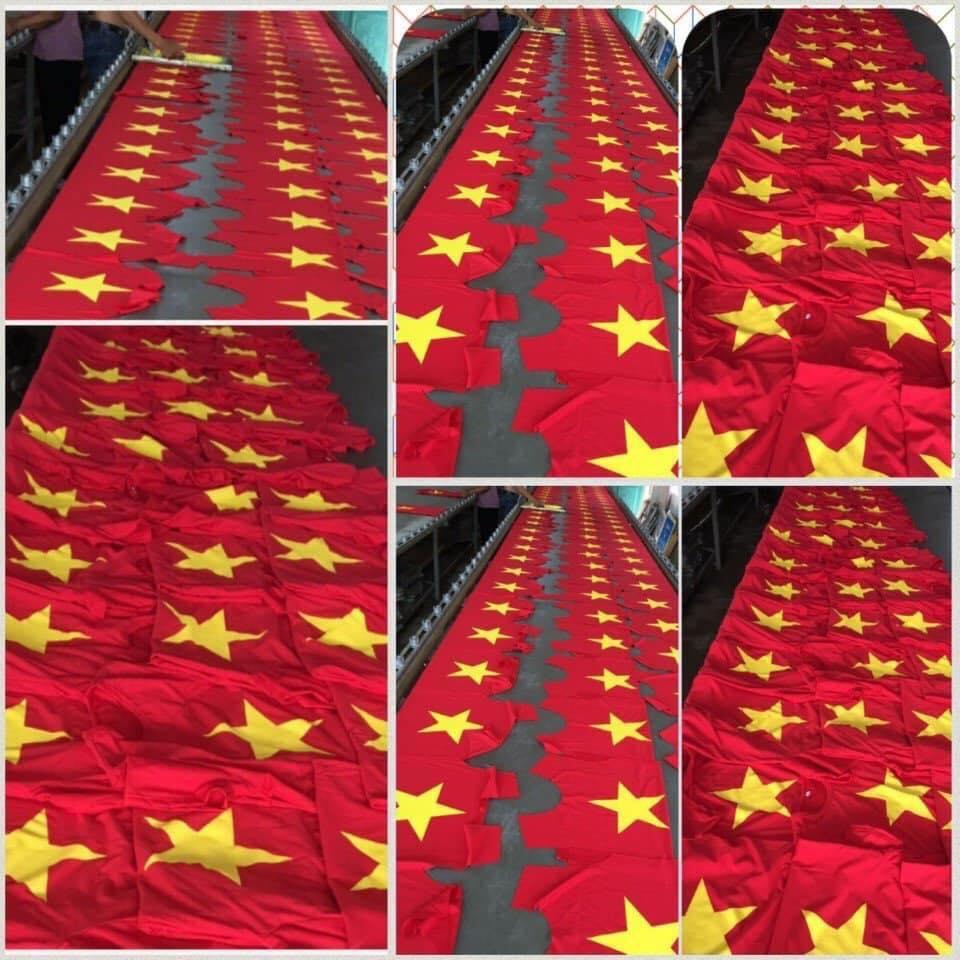 Áo cờ đỏ sao vàng cổ động đội tuyển bóng đá Việt Nam