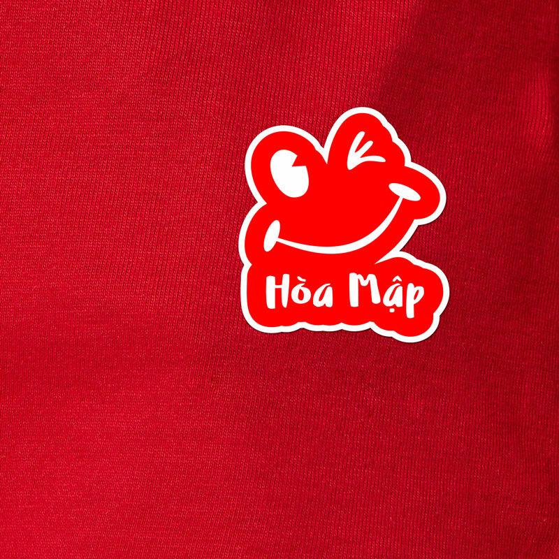 Logo in trên áo đồng phục nhân viên nam nữ quán Hòa Mập